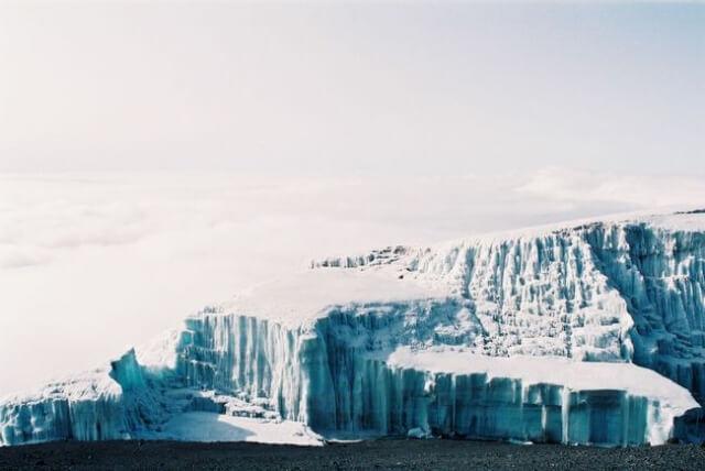 氷河期の歴史 キリマンジャロ山頂氷河(タンザニア)